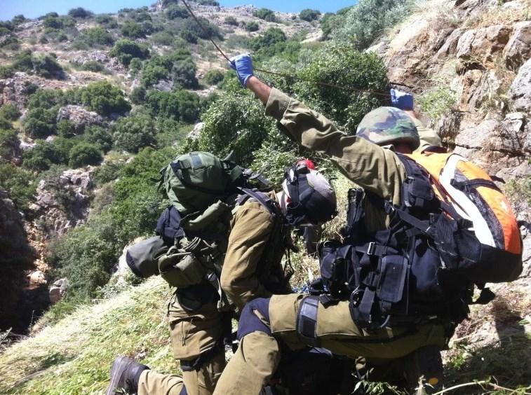 Беспрецедентная операция спасения: солдаты израильского спасательного подразделения 669, прыжок с вертолета без парашюта. Фото: maariv.co.il
