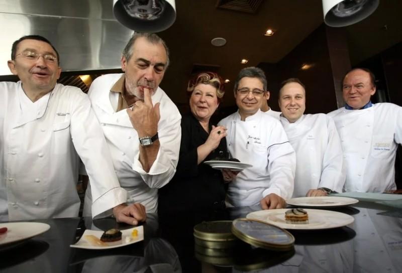 Всемирно известные шеф-повара готовят эксклюзивный ужин для богатых бизнесменов в Бангкоке