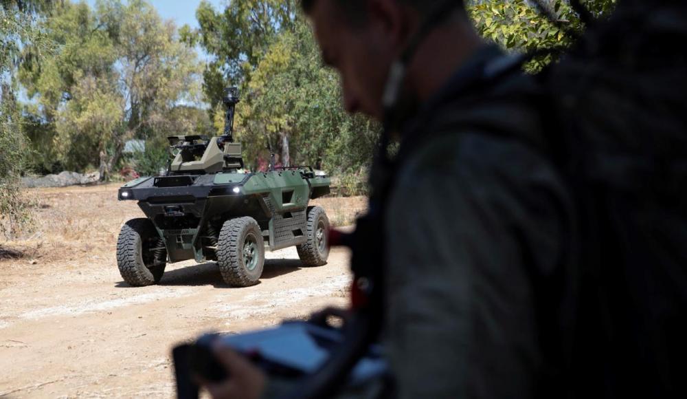 В Израиле представили вооруженного пулеметами робота для патрулирования границ
