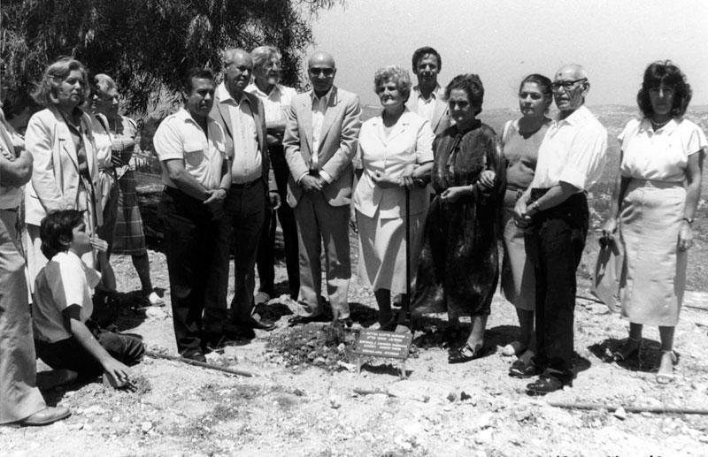 Посадка дерева в честь семьи Харгада.jpg