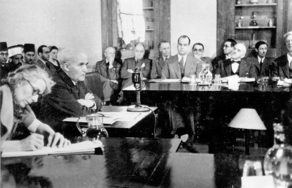 1280px-Ben-Gurion_at_Anglo-American_Committee.jpg