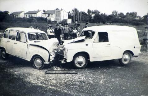 Столкновение Суситы и Рено, Champion Field Road, Рамат-Ган, вероятно, 1964.jpg