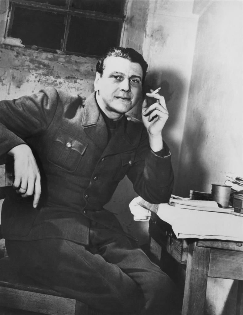 Отто Скорцени в тюремной камере, 1948 год