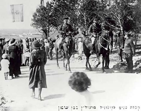 Eliazar_Margolin_leading_the_39th_Royal_Fusiliers_through_Bet_Shemen_in_Israel.jpg 1914-18.jpg