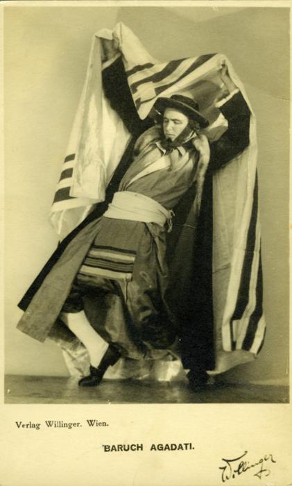 Барух Агадати в роли Хасида, из танца Мелавех Малка.jpg
