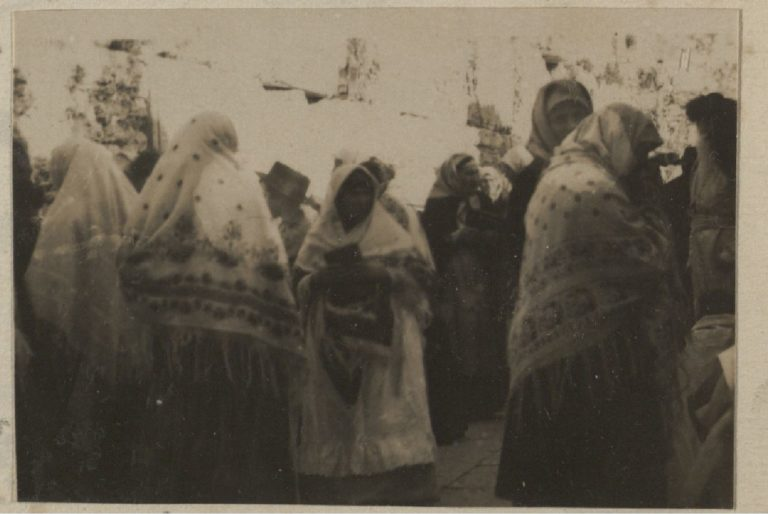 Женщины Иерусалима у Западной Стены.jpg
