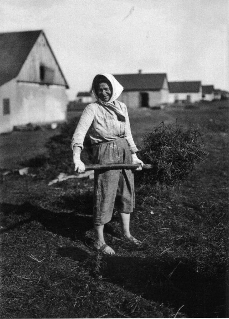 Колхозница с еврейского колхоза. 1920 г.jpg