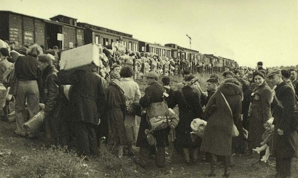westerbork_netherlands_jews_boarding_a_deportation_train_to_auschwitz.jpg__2160x1296_q85_crop_subsampling-2_upscale.jpg