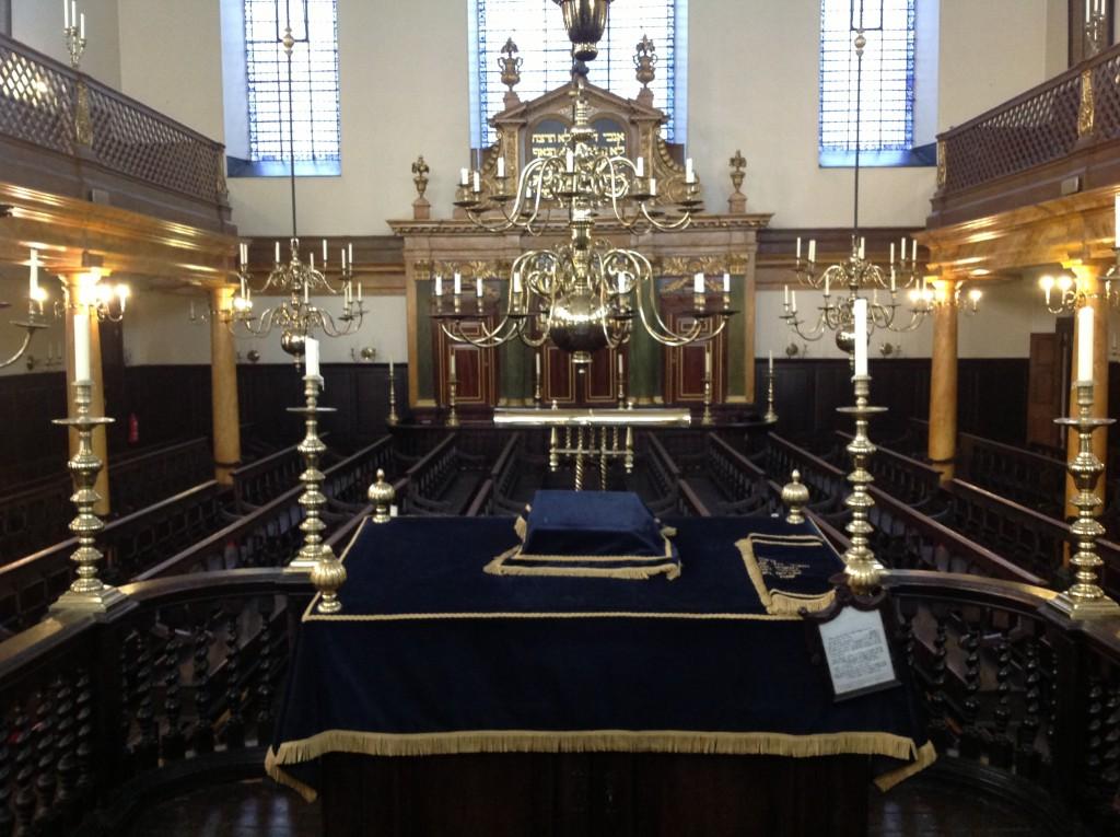 bimah-at-bevis-marks-synagogue-1024x765.jpeg