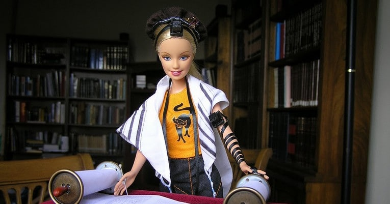 Barbie-Reads-Torah-765X400.jpg
