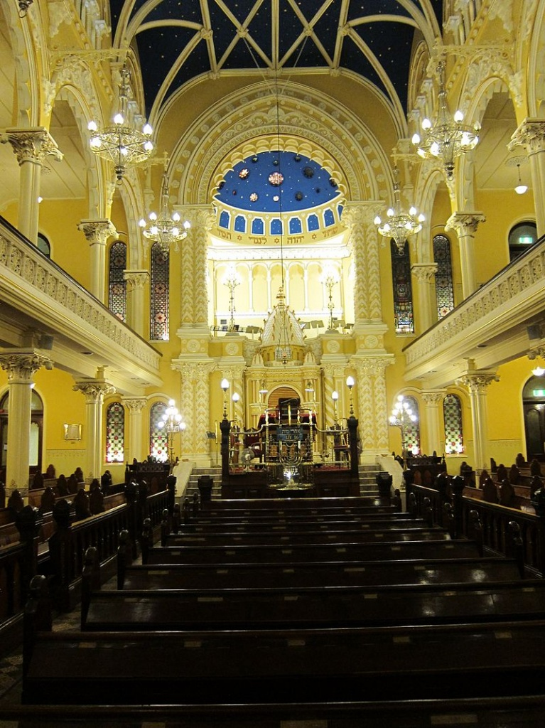 800px-The_Great_Synagogue_in_Sydney,_main_sanctuary.jpg