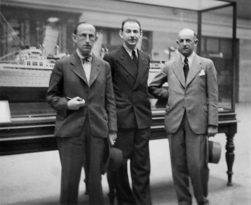 Слева направо - Эрих, Гершом, Райнхольд (1938).jpg