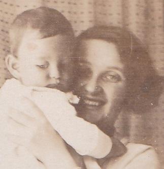 Erna-with-Edgar-Munich-1924.jpg