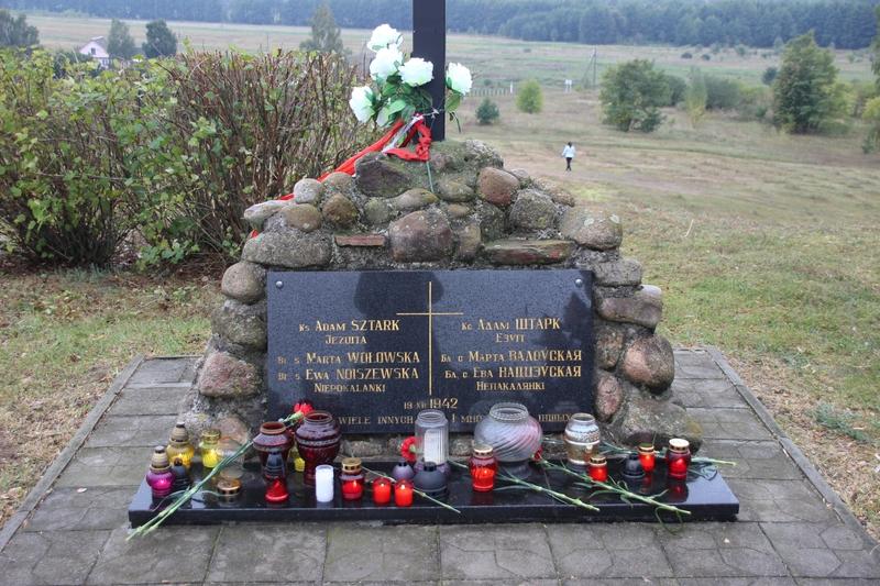 Памятный камень на месте гибели.jpg