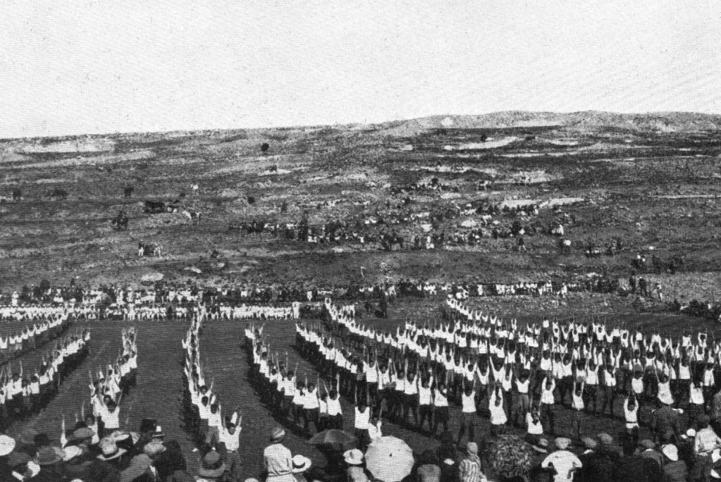 Jewish_settlers_near_Beit_HaKerem_c._1925.jpg