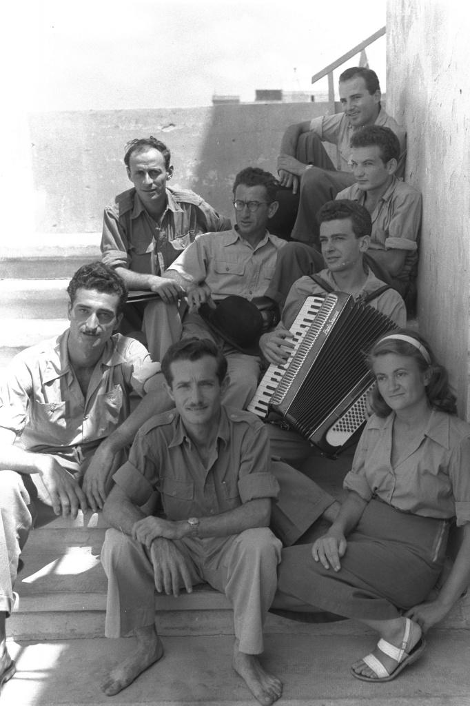 Chizbatron_1949.jpg
