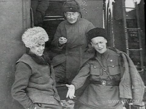 В годы войны. Марк Фрадкин (крайний справа)с боевыми товарищами.jpg