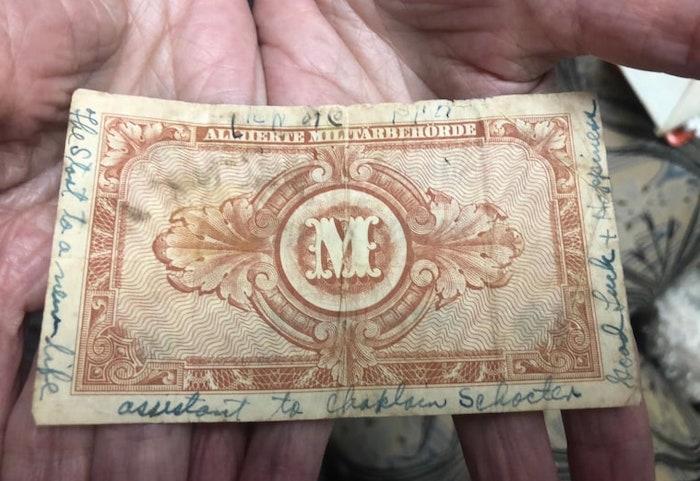 Банкнота 1945 года помогла пережившей Холокост найти семью своего освободителя 200714-holocaustsurvivor-mc-11313.jpeg