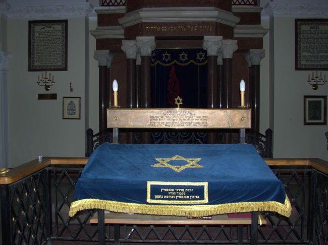 Warszawa-Synagoga-Nozykow_5708fc34d5378.jpg